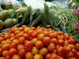 新鮮な野菜の山の写真・画像素材[3737056]