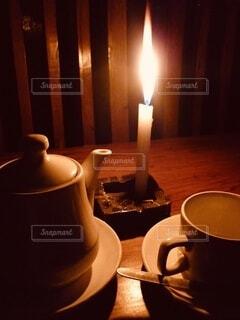 キャンドルライトでティータイムの写真・画像素材[3767348]