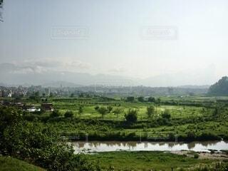 緑豊かな平野と川の写真・画像素材[4023772]