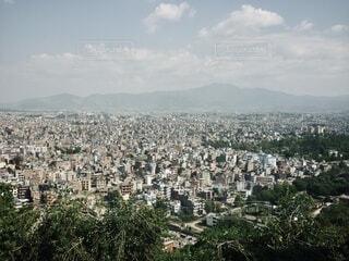 山の上から見た盆地の街並みの写真・画像素材[4105951]
