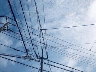 住宅街の電線の写真・画像素材[4258003]