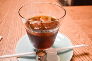 テーブルの上のコーヒーの写真・画像素材[3702620]