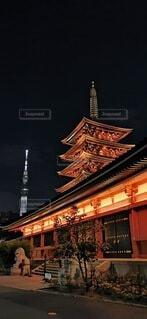 二つの巨塔の写真・画像素材[4379450]