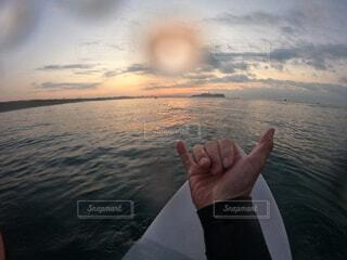 浜辺に立っている人の写真・画像素材[4020300]