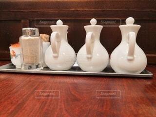 テーブルの上にコーヒーを一杯入れるの写真・画像素材[3796343]