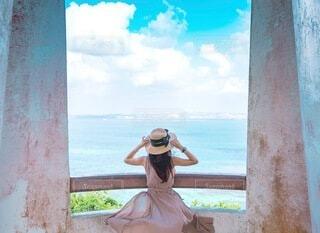 青空と海と麦わら帽子の写真・画像素材[3723331]