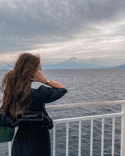 駿河湾フェリーからみる富士山の写真・画像素材[3727498]