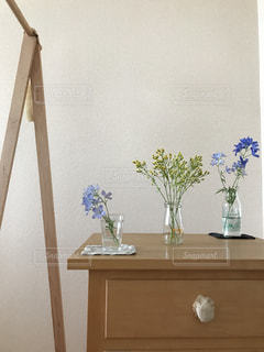 小瓶の花の写真・画像素材[1009535]