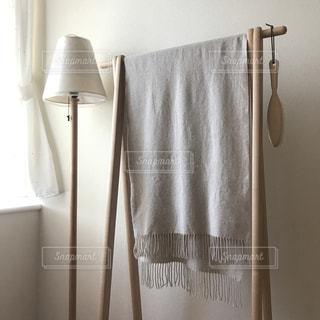 茶色と白のシャワー カーテンの写真・画像素材[1595100]