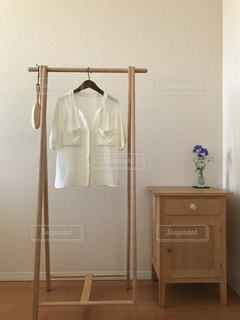 寝室ベッドと鏡の写真・画像素材[1595101]