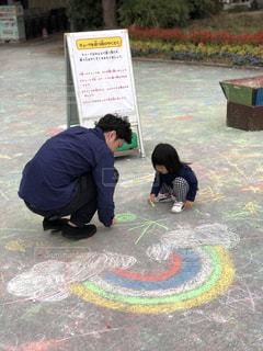 父と娘でお絵描きの写真・画像素材[2391805]