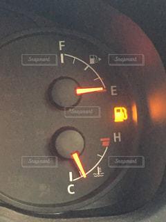 ガス欠ギリギリのメーターの写真・画像素材[974034]