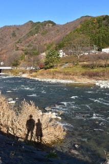 影と川と秋晴れの写真・画像素材[3911058]
