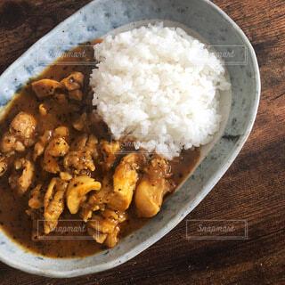 皿の上に一杯の米をの写真・画像素材[3747126]