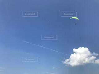 空を飛ぶの写真・画像素材[3740237]