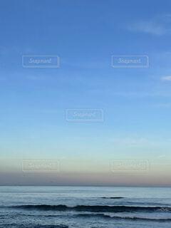 夕暮れの海の写真・画像素材[3887027]