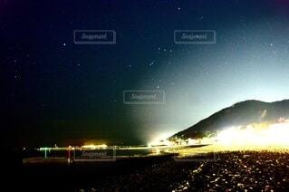 夜を見上げる空の景色の写真・画像素材[3924003]
