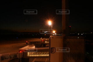 夜の信号の写真・画像素材[3960019]