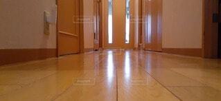 木の床のある部屋の写真・画像素材[3984166]