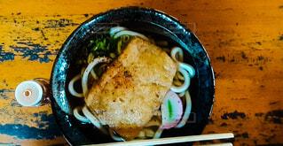皿の上に食べ物のボウルの写真・画像素材[4180821]