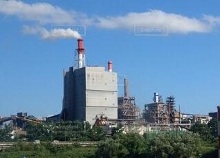 8月の工場の写真・画像素材[3904911]