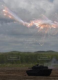 陸上自衛隊 90式戦車 スモークディスチャージャー発射の写真・画像素材[3758064]