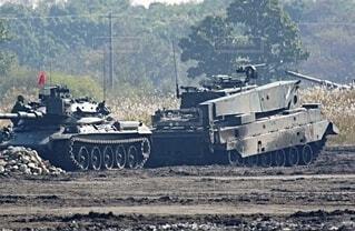 陸上自衛隊 74式戦車と78式戦車回収車の写真・画像素材[3758139]