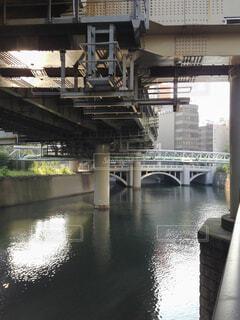 川に架かる高速道路の写真・画像素材[4759320]