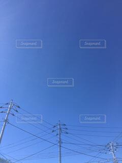 青空の下で重なりあうものの写真・画像素材[4759345]