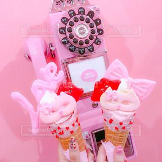 ピンクと白の花のグループの写真・画像素材[736997]