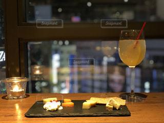 木製テーブルの上寿司の写真・画像素材[1019970]