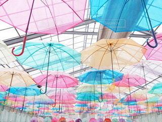 カラフルな傘の写真・画像素材[3760236]