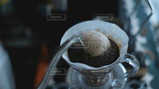 コーヒーをドリップするの写真・画像素材[3936901]