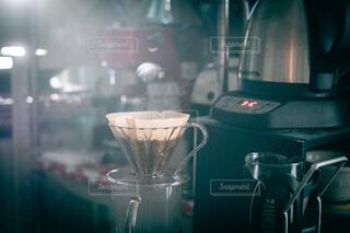 ドリップコーヒーと湯気の写真・画像素材[4046662]
