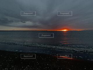 曇り空の海岸の写真・画像素材[3971663]