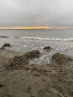 曇り空の海岸の写真・画像素材[3971665]