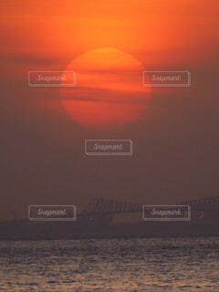 海岸の夕暮れとゲートブリッジの写真・画像素材[4244847]