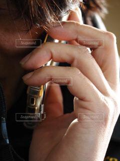 携帯電話で話するサラリーマンの写真・画像素材[4254956]