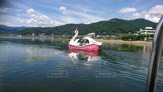 水の体の小さなボートの写真・画像素材[3785229]
