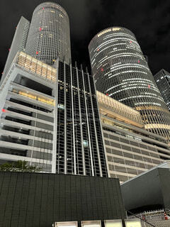 高層ビルを見上げる。の写真・画像素材[3891576]