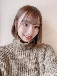 笑顔で自撮りをする女子大生の写真・画像素材[4053789]
