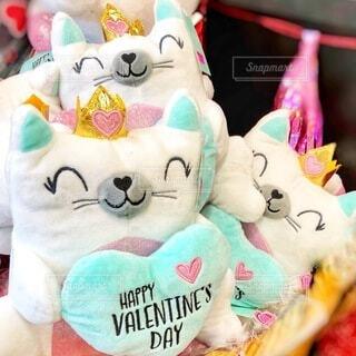 ハートを持った猫のバレンタイン用ぬいぐるみの写真・画像素材[4150998]