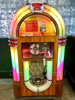 レトロな光るミュージックボックスの写真・画像素材[4156331]