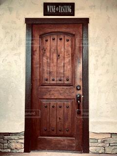 レトロな木製のドアの写真・画像素材[4538172]