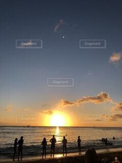 ワイキキビーチのサンセットの写真・画像素材[3802133]