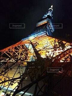 下から見上げた東京タワーの写真・画像素材[3808871]