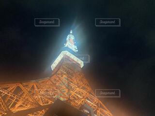 下から見る東京タワーの写真・画像素材[3811117]
