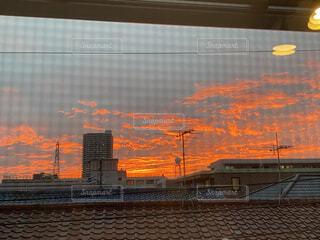 都市に沈む夕日の写真・画像素材[3812408]