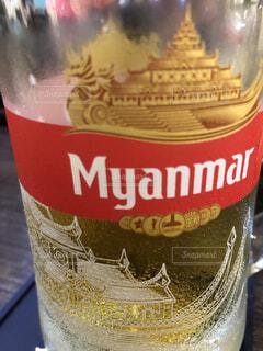 ミャンマービールのジョッキの写真・画像素材[3837877]