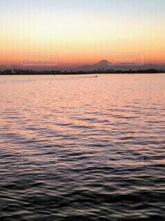 夕暮れ時の航跡の写真・画像素材[3881254]